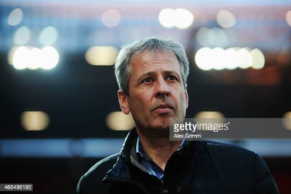 Head coach Lucien Favre of Moenchengladbach looks on prior to the Bundesliga match between 1 FSV Mainz 05 and Borussia Moenchengladbach at Coface...
