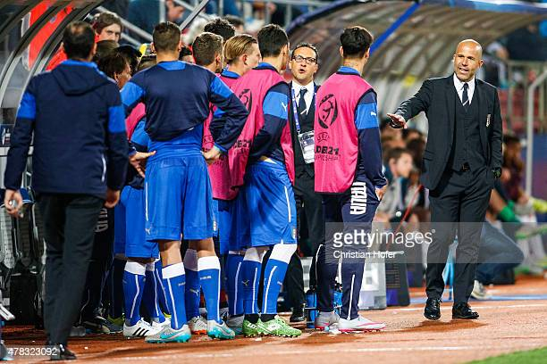 Head Coach Luigi Di Biagio and his players of Italy react on the touchline during the UEFA Under21 European Championship 2015 match between England...