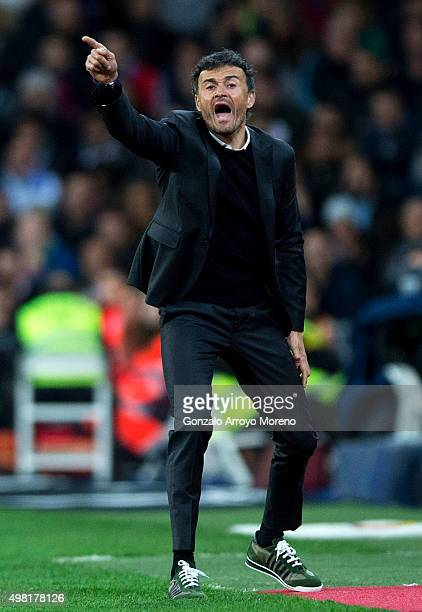 Head coach Luis Enrique Martinez of FC Barcelona gives instructions during the La Liga match between Real Madrid CF and FC Barcelona at Estadio...