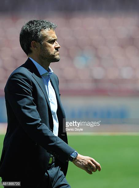 Head coach Luis Enrique of FC Barcelona comes off the pitch ahead of the La Liga match between Granada CF and FC Barcelona at Estadio Nuevo Los...