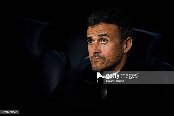 Head coach Luis Enrique of FC Barcelona looks on during the UEFA Champions League match between FC Barcelona and VfL Borussia Moenchengladbach at...