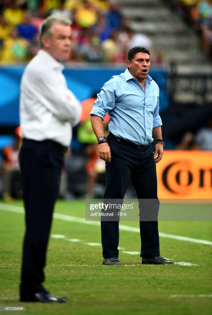 Head coach <a gi-track='captionPersonalityLinkClicked' href=/galleries/search?phrase=Luis+Fernando+Suarez+-+Fu%C3%9FballtrainerCoach&family=editorial&specificpeople=548216 ng-click='$event.stopPropagation()'>Luis Fernando Suarez</a> of Honduras looks on during the 2014 FIFA World Cup Brazil Group E match between Honduras and Switzerland at Arena Amazonia on June 25, 2014 in Manaus, Brazil.
