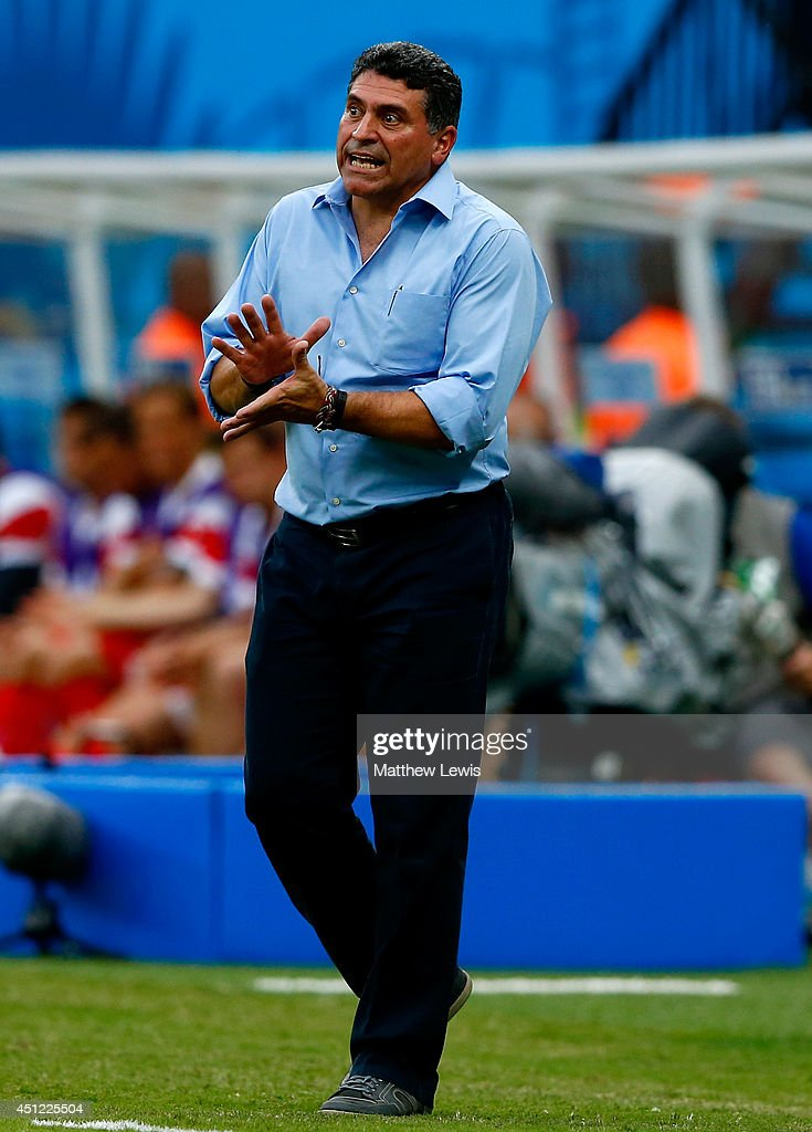 Head coach <a gi-track='captionPersonalityLinkClicked' href=/galleries/search?phrase=Luis+Fernando+Suarez+-+Soccer+Coach&family=editorial&specificpeople=548216 ng-click='$event.stopPropagation()'>Luis Fernando Suarez</a> of Honduras reacts during the 2014 FIFA World Cup Brazil Group E match between Honduras and Switzerland at Arena Amazonia on June 25, 2014 in Manaus, Brazil.