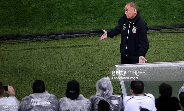 Head coach Luiz Antonio Venker Menezes of Corinthians reacts during the match between Corinthians and Bahia for the Brazilian Series A 2014 at Arena...