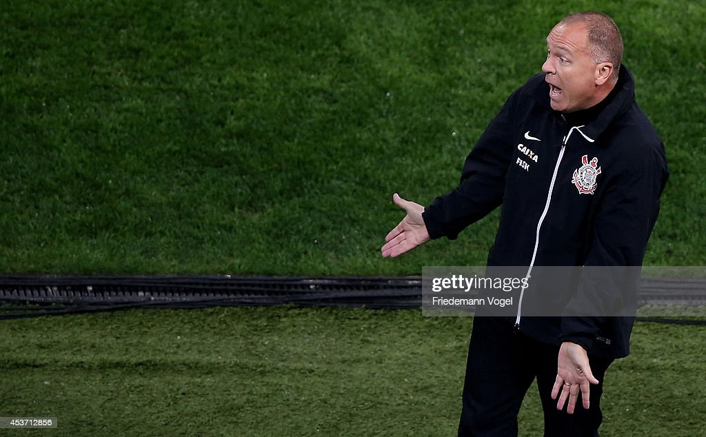 Head coach <a gi-track='captionPersonalityLinkClicked' href=/galleries/search?phrase=Luiz+Antonio+Venker+Menezes&family=editorial&specificpeople=4310147 ng-click='$event.stopPropagation()'>Luiz Antonio Venker Menezes</a> of Corinthians reacts during the match between Corinthians and Bahia for the Brazilian Series A 2014 at Arena Corinthians on August 16, 2014 in Sao Paulo, Brazil.