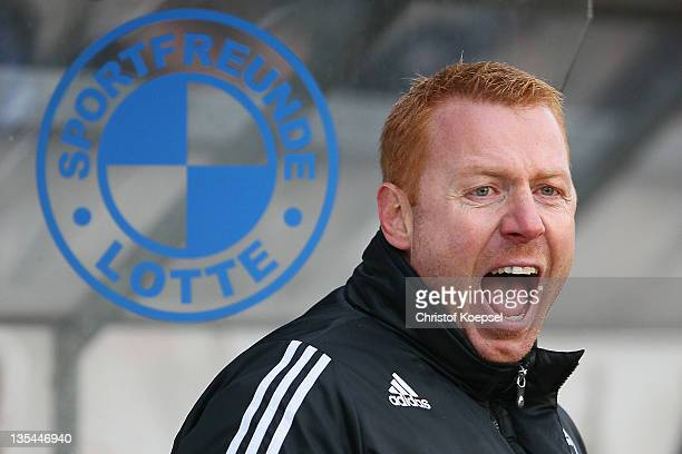 Head coach Maik Walpurgis of Sportfreunde Lotte issues instructions during the Regionalliga West match between Sportfreunde Lotte and Eintracht Trier...