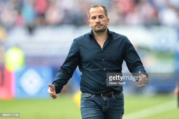 Head coach Manuel Baum of Augsburg gesticulated during the Bundesliga match between Hamburger SV and FC Augsburg at Volksparkstadion on August 19...