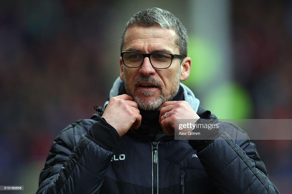 Head coach Marco Kurz of Duesseldorf reacts during the Second Bundesliga match between SC Freiburg and Fortuna Duesseldorf at SchwarzwaldStadion on...
