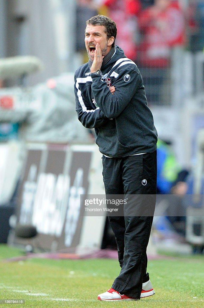 Head coach Marco Kurz of Kaiserslautern gestures during the Bundesliga match between FSV Mainz 05 and 1FC Kaiserslautern at Coface Arena on February...