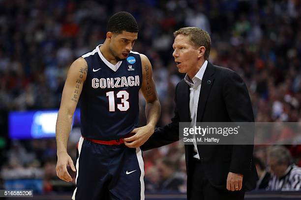 Head coach Mark Few of the Gonzaga Bulldogs talks with Josh Perkins in the second half against the Utah Utes during the second round of the 2016 NCAA...