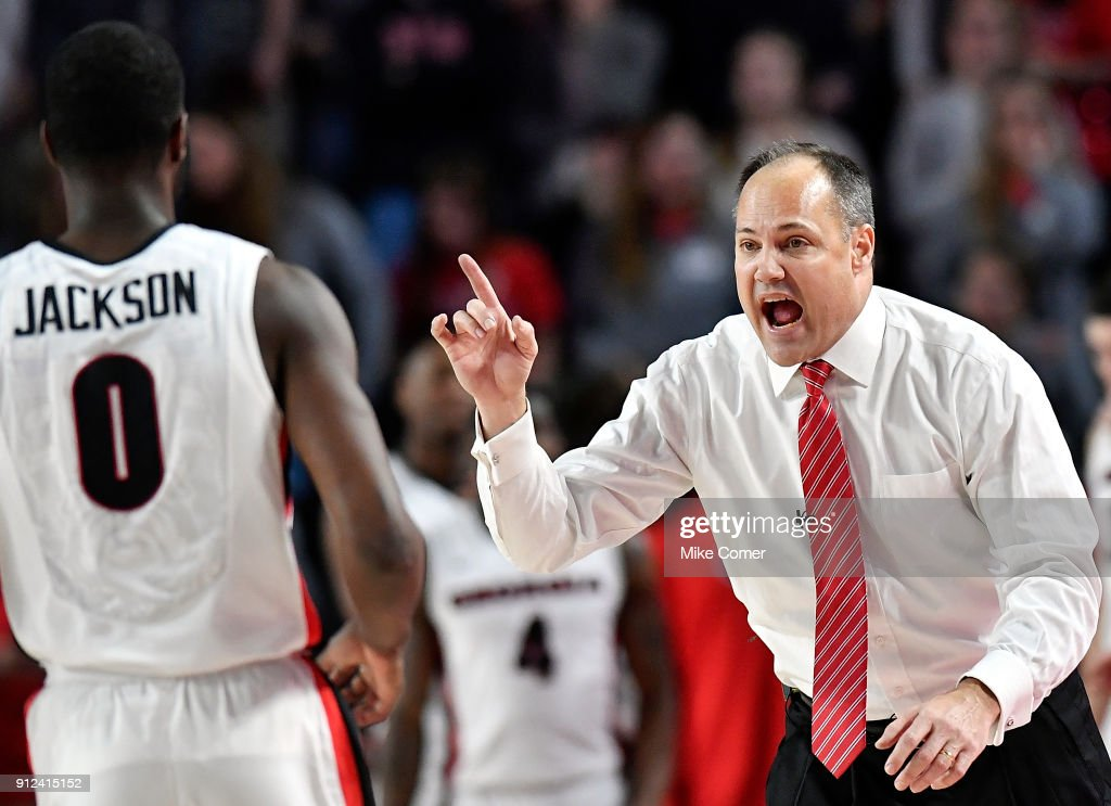 Head coach Mark Fox of the Georgia Bulldogs shouts directions to William Jackson II #0 during the action against the Florida Gators at Stegeman Coliseum on January 30, 2018 in Athens, Georgia.