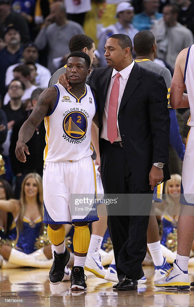 Head coach Mark Jackson of the Golden State Warriors talks to <a gi-track='captionPersonalityLinkClicked' href=/galleries/search?phrase=Nate+Robinson&family=editorial&specificpeople=208906 ng-click='$event.stopPropagation()'>Nate Robinson</a> #2 of the Golden State Warriors during their game against the Miami Heat at Oracle Arena on January 10, 2012 in Oakland, California.