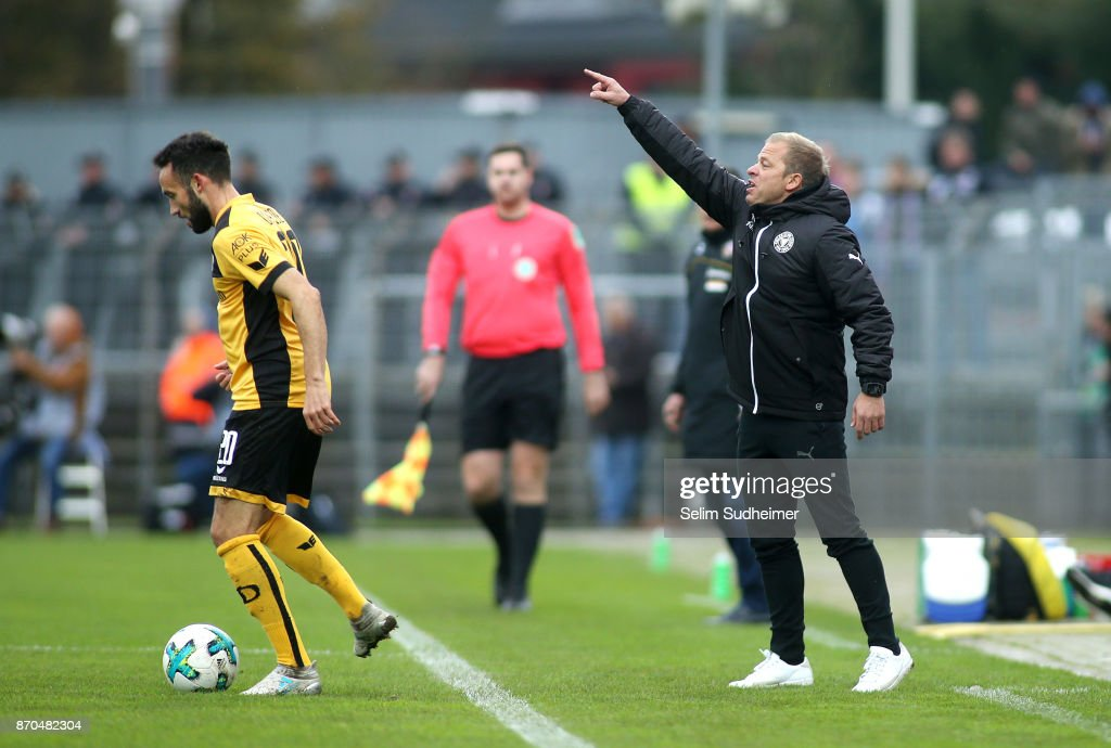 Head coach Markus Anfang of Holstein Kiel (R) reacts during the Second Bundesliga match between Holstein Kiel and SG Dynamo Dresden at Holstein-Stadion on November 5, 2017 in Kiel, Germany.