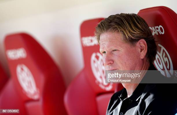 Head coach Markus Gisdol of Hamburger SV looks on prior to the Bundesliga match between 1 FSV Mainz 05 and Hamburger SV at Opel Arena on October 14...