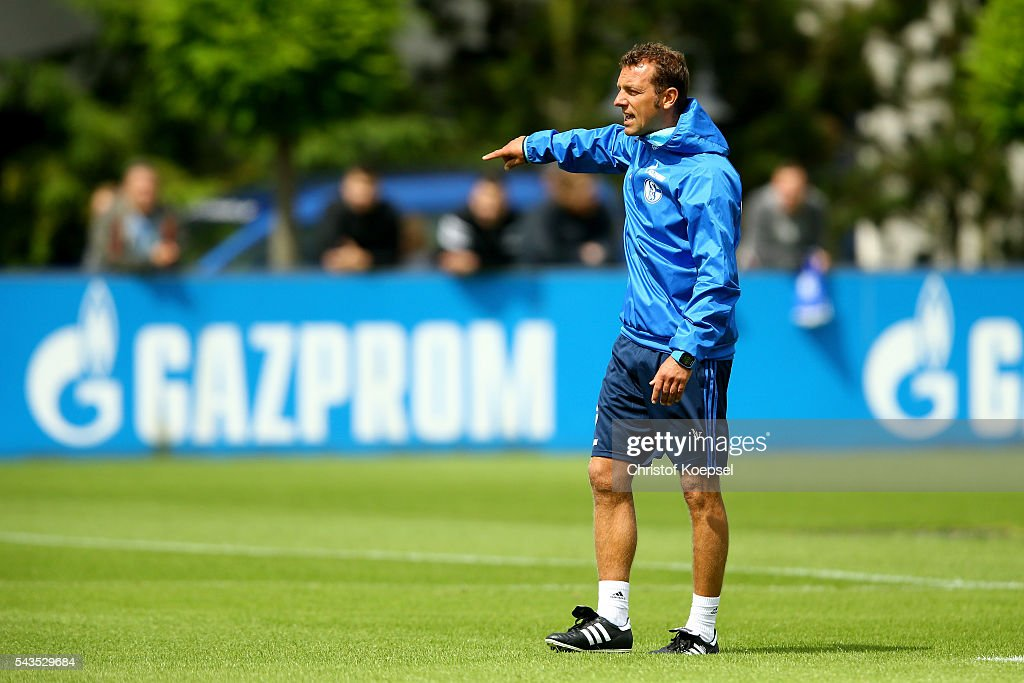 Head coach <a gi-track='captionPersonalityLinkClicked' href=/galleries/search?phrase=Markus+Weinzierl&family=editorial&specificpeople=5848121 ng-click='$event.stopPropagation()'>Markus Weinzierl</a> issues instructions during the training session of Schalke 04 at training ground on June 29, 2016 in Gelsenkirchen, Germany.