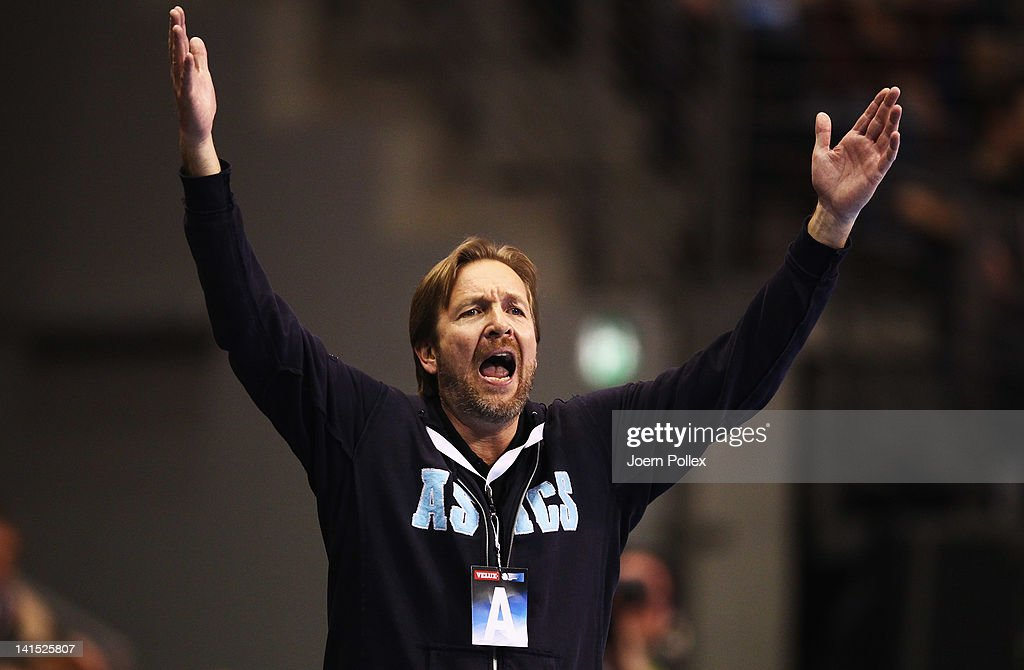 Head coach Martin Schwalb of Hamburg gestures during the EHF Champions League round of sixteen match between Fuechse Berlin and HSV Hamburg at Max...