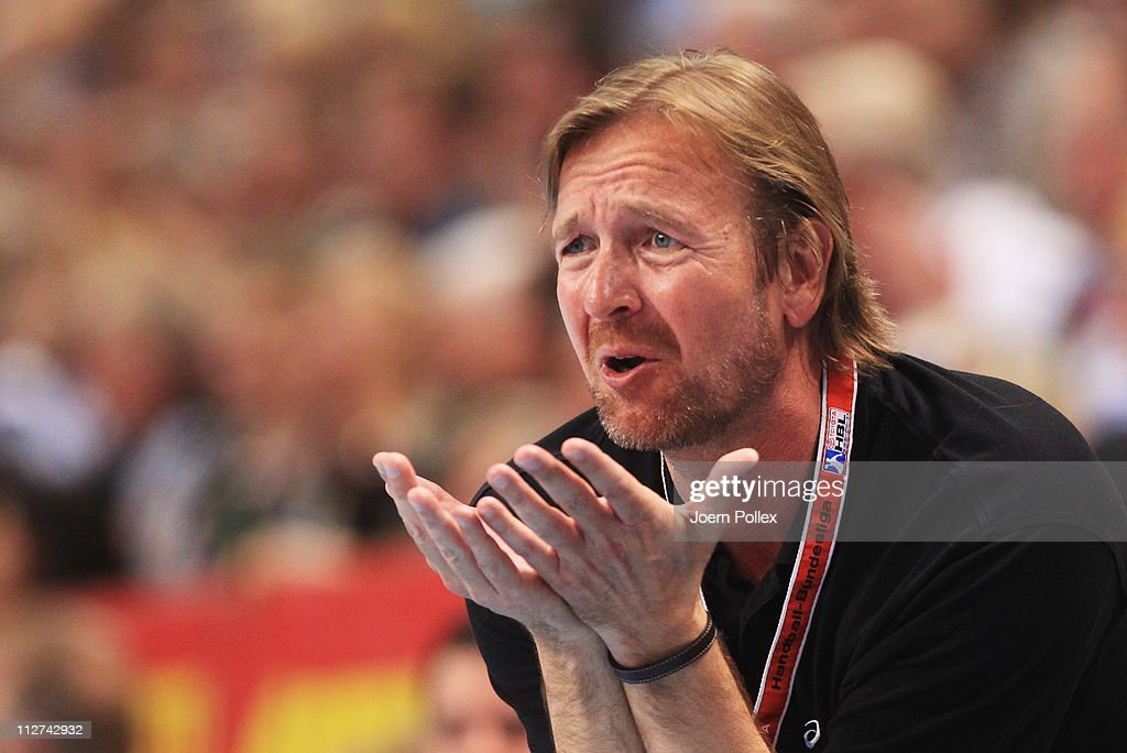 Head coach Martin Schwalb of Hamburg gestures during the Toyota Handball Bundesliga match between THW Kiel and HSV Hamburg at the Sparkassen Arena on...