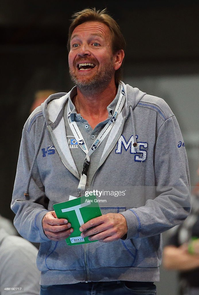 Head coach Martin Schwalb of Hamburg reacts during the DKB Handball Bundesliga match between RheinNeckar Loewen and HSV Hamburg at SAP Arena on May 4...