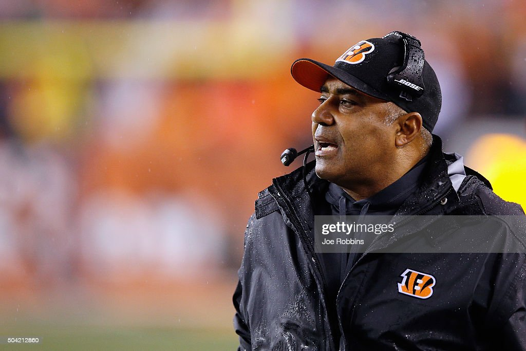 Head coach <a gi-track='captionPersonalityLinkClicked' href=/galleries/search?phrase=Marvin+Lewis+-+Coach&family=editorial&specificpeople=211207 ng-click='$event.stopPropagation()'>Marvin Lewis</a> of the Cincinnati Bengals looks on in the first half against the Pittsburgh Steelers during the AFC Wild Card Playoff game at Paul Brown Stadium on January 9, 2016 in Cincinnati, Ohio.