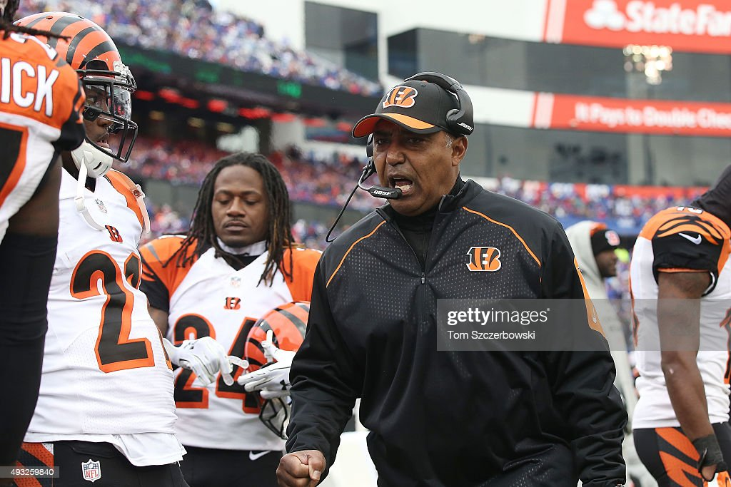 Head Coach <a gi-track='captionPersonalityLinkClicked' href=/galleries/search?phrase=Marvin+Lewis+-+Coach&family=editorial&specificpeople=211207 ng-click='$event.stopPropagation()'>Marvin Lewis</a> of the Cincinnati Bengals talks to his team on the sidelines against the Buffalo Bills during the second half at Ralph Wilson Stadium on October 18, 2015 in Orchard Park, New York.