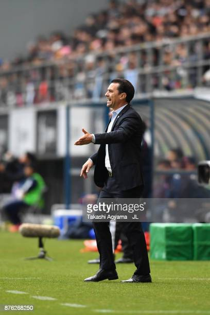 Head coach Massimo Ficcadenti of Sagan Tosu gestures during the JLeague J1 match between Sagan Tosu and FC Tokyo at Best Amenity Stadium on November...