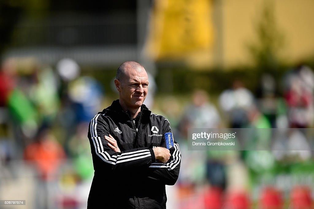 Head coach Matt Ross of 1. FFC Frankfurt looks on prior to kickoff during the UEFA Women's Champions League Semi Final second leg match between 1. FFC Frankfurt and VfL Wolfsburg at Stadion am Brentanobad on May 1, 2016 in Frankfurt am Main, Germany.