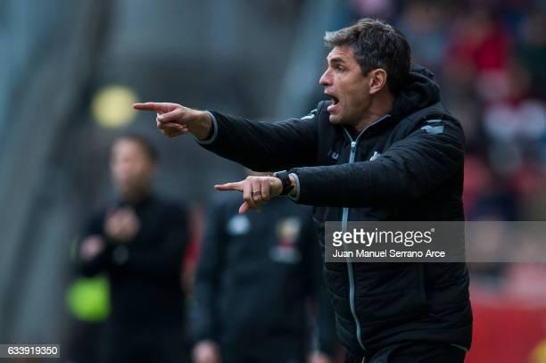 Head coach Mauricio Pellegrino of Deportivo Alaves reacts during the La Liga match between Real Sporting de Gijon and Deportivo Alaves at Estadio El...