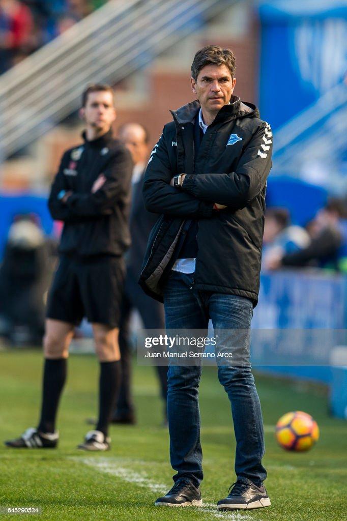 Head coach Mauricio Pellegrino of Deportivo Alaves reacts during the La Liga match between Deportivo Alaves and Valencia CF at Mendizorroza stadium on February 25, 2017 in Vitoria-Gasteiz, Spain.