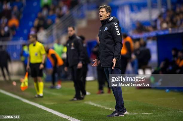 Head coach Mauricio Pellegrino of Deportivo Alaves reacts during the La Liga match between Deportivo Alaves and Sevilla FC at Mendizorroza stadium on...
