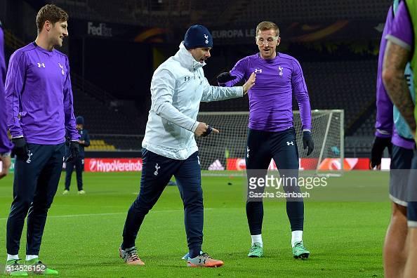 Head coach Mauricio Pochettino and Harry Kane attend the Tottenham Hotspur FC training session prior to the UEFA Europa League match between Borussia...