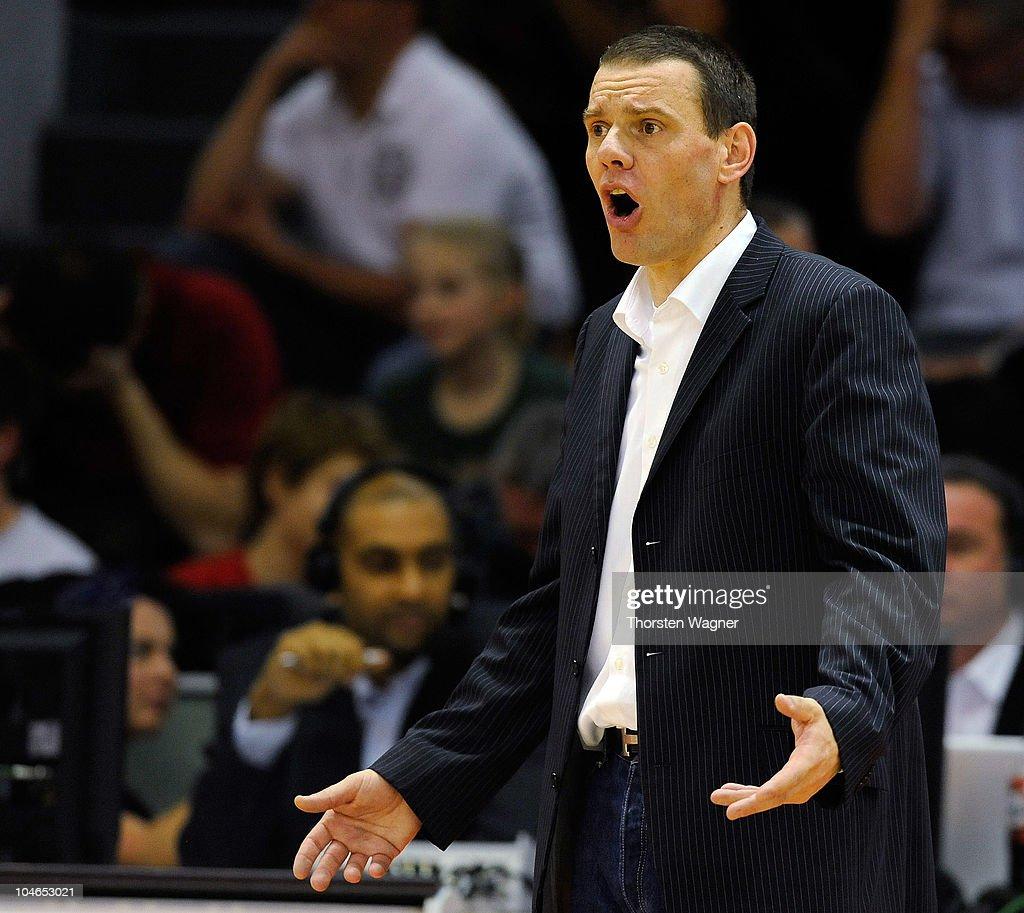 Head coach Michael Koch of Bonn gestures during the Beko BBL match between Lti Giessen 46ers and Telekom Baskets Bonn at Sports Hall East on October...