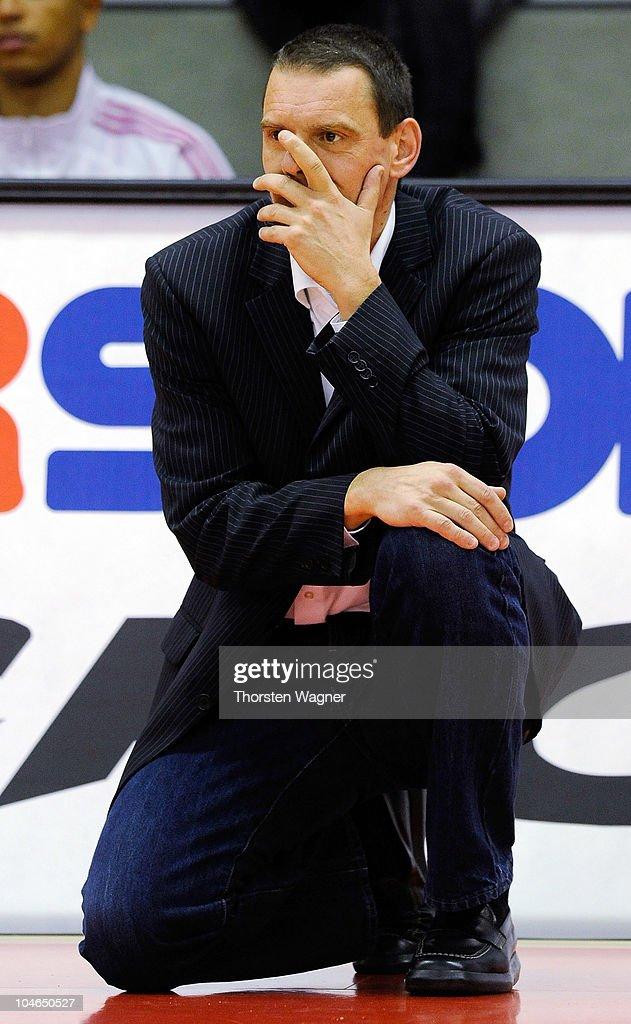 Head coach Michael Koch of of Bonn gestures during the Beko BBL match between Lti Giessen 46ers and Telekom Baskets Bonn at Sports Hall East on...