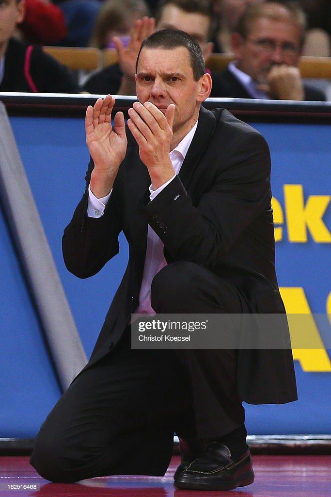 Head coach Michael Koch of Telekom Baskets Bonn applauds during the Beko BBL Basketball Bundesliga match between Telekom Baskets Bonn and Alba Berlin...