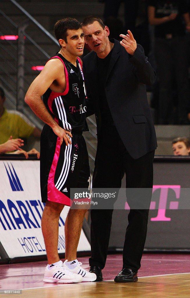 Head coach Michael Koch speaks to his player Jared Jordan of Baskets during the Beko Basketball Bundesliga game between Telekom Baskets and Phoenix...