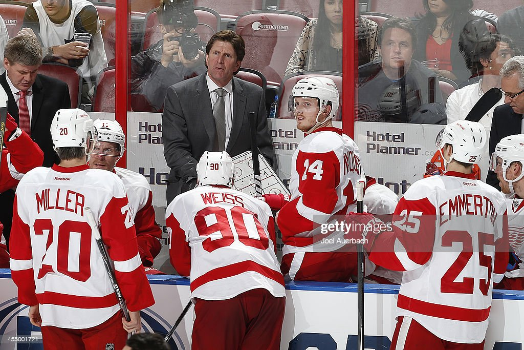 Head coach <a gi-track='captionPersonalityLinkClicked' href=/galleries/search?phrase=Mike+Babcock&family=editorial&specificpeople=226668 ng-click='$event.stopPropagation()'>Mike Babcock</a> of the Detroit Red Wings directs the players prior to the start of overtime against the Florida Panthers at the BB&T Center on December 10, 2013 in Sunrise, Florida. The Panthers defeated the red Wings 3-2 in a shootout.