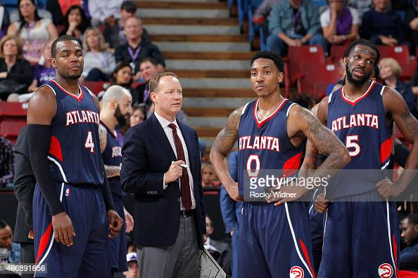 Head coach Mike Budenholzer of the Atlanta Hawks coaches Paul Millsap and Jeff Teague against the Sacramento Kings on March 16 2015 at Sleep Train...