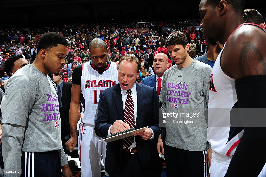 Head Coach Mike Budenholzer of the Atlanta Hawks diagrams a play against the Golden State Warriors on February 6 2015 at Philips Arena in Atlanta...