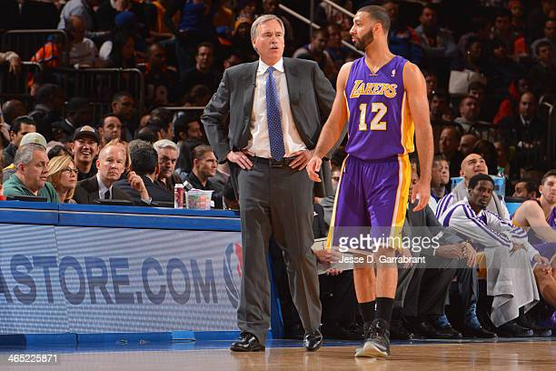 Head Coach Mike D'Antoni and Kendall Marshall of the Los Angeles Lakers talk on court during the game against the New York Knicks at Madison Square...