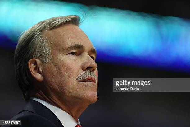 Head coach Mike D'Antoni of the Los Angeles Lakers watches as his team takes on the Chicago Bulls at the United Center on January 20 2014 in Chicago...