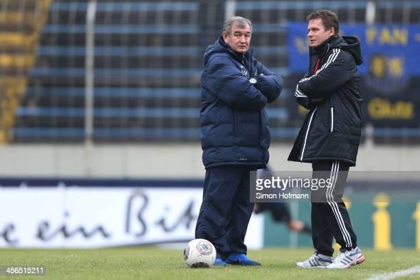 Head coach Milan Sasic of Saarbruecken talks with Head coach Karsten Neitzel of Kiel prior to the Third Bundesliga match between 1 FC Saarbruecken...