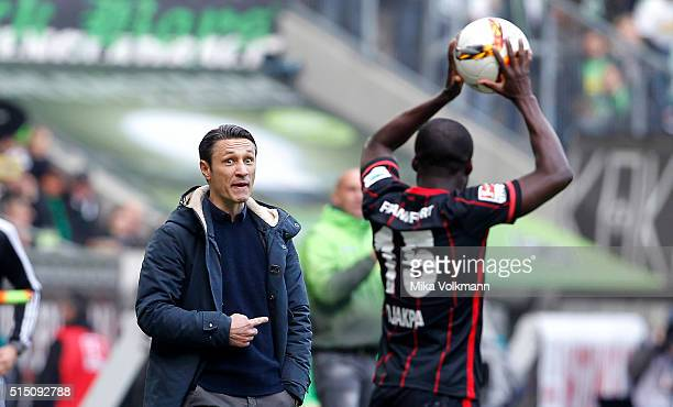 Head Coach Niko Kovac of Frankfurt gives instructions to Constant Djakpa of Frankfurt during the Bundesliga match between Borussia Moenchengladbach...