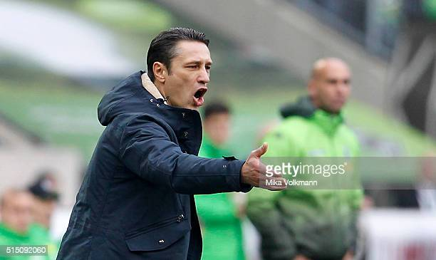 Head Coach Niko Kovac of Frankfurt shouts during the Bundesliga match between Borussia Moenchengladbach and Eintracht Frankfurt at BorussiaPark on...
