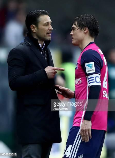 Head coach Niko Kovac speaks to Gotoku Sakai of Hamburg during the Bundesliga match between Eintracht Frankfurt and Hamburger SV at CommerzbankArena...