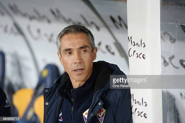 Head coach of ACF Fiorentina Paulo Sousa looks on during the Serie A match between Hellas Verona FC and ACF Fiorentina at Stadio Marc'Antonio...