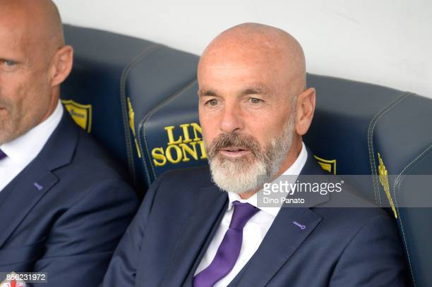 Head coach of ACF Fiorentina Stefano Pioli looks on during the Serie A match between AC Chievo Verona and ACF Fiorentina at Stadio Marc'Antonio...