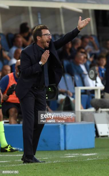 Head Coach of AS Roma Eusebio Di Francesco gestures during the Serie A match between Atalanta BC and AS Roma at Stadio Atleti Azzurri d'Italia on...