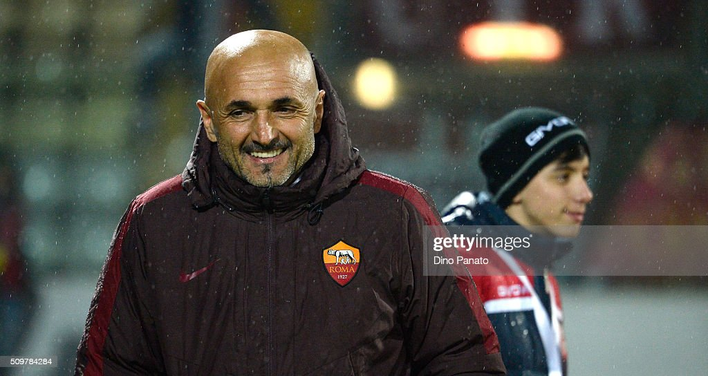 Head coach of AS Roma <a gi-track='captionPersonalityLinkClicked' href=/galleries/search?phrase=Luciano+Spalletti&family=editorial&specificpeople=708667 ng-click='$event.stopPropagation()'>Luciano Spalletti</a> looks on during the Serie A match between Carpi FC and AS Roma at Alberto Braglia Stadium on February 12, 2016 in Modena, Italy.