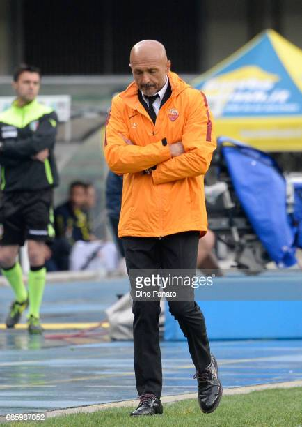 Head coach of AS Roma Luciano Spalletti shows his dejection during the Serie A match between AC ChievoVerona and AS Roma at Stadio Marc'Antonio...