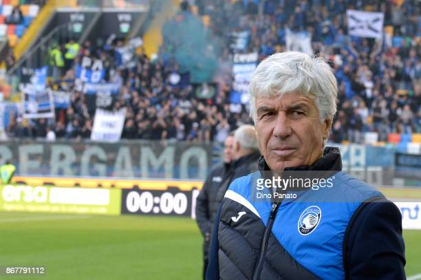 Head coach of Atalanta BC Gian Piero Gasperini looks on during the Serie A match between Udinese Calcio and Atalanta BC at Stadio Friuli on October...