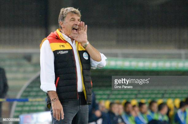 Head coach of Benevento Calcio Marco Baroni issues instructions as his players during the Serie A match between Hellas Verona FC and Benevento Calcio...